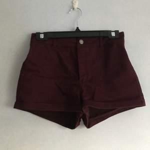 söta highwaist shorts från hm. knappt använda. 20 kr/st. kan hämtas i söderort i sthlm eller postas 💜