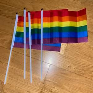 Säljer prideflaggor som man kan ha för dekoration eller att ha på en pridefestival och visa sitt stöd med! 20kr/styck+frakt. Endast 2 kvar!! :)