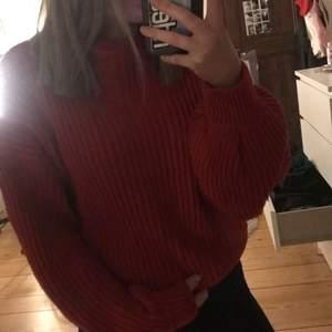 Säljer denna fina varma tröja!☺️ använd 1 gång, storlek xs/s. Super varm och sticker inte! Det är lite ballongärm som gör att tröjan faller väldigt fint på kroppen☺️ va inte rädd för för att höra av er om ni undrar över något ☺️