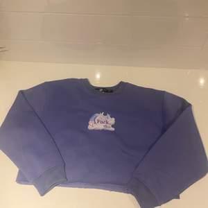 Croppad sweatshirt från Daisy street i strl 34. Köpt för 299, säljer för 60kr