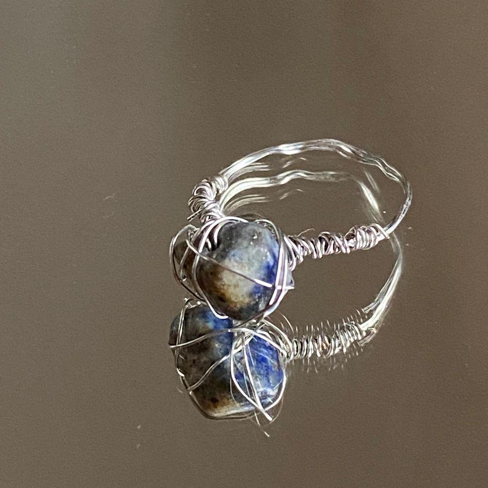 Har börjat sälja hemgjorda smycken! Om du vill köpa kontakta mig på instagram! @sheji.jewelry💕. Accessoarer.