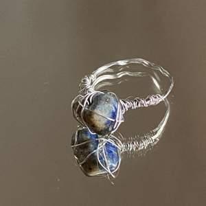 Har börjat sälja hemgjorda smycken! Om du vill köpa kontakta mig på instagram! @sheji.jewelry💕