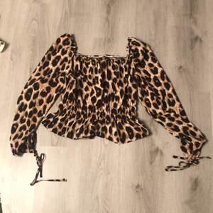 Cute SHEIN leopard print top. Köparen står för frakten!!