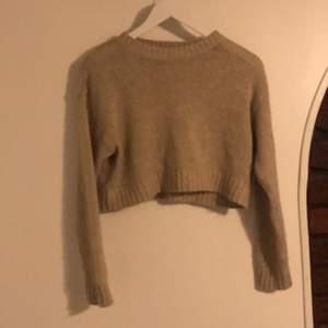 Beige stickad tröja i storlek XS. Superfin!