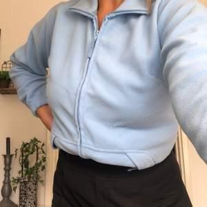 Säljer denna vintage fleece/koftan eller vad man vill kalla den. Frakt är inte inkluderat i priset.