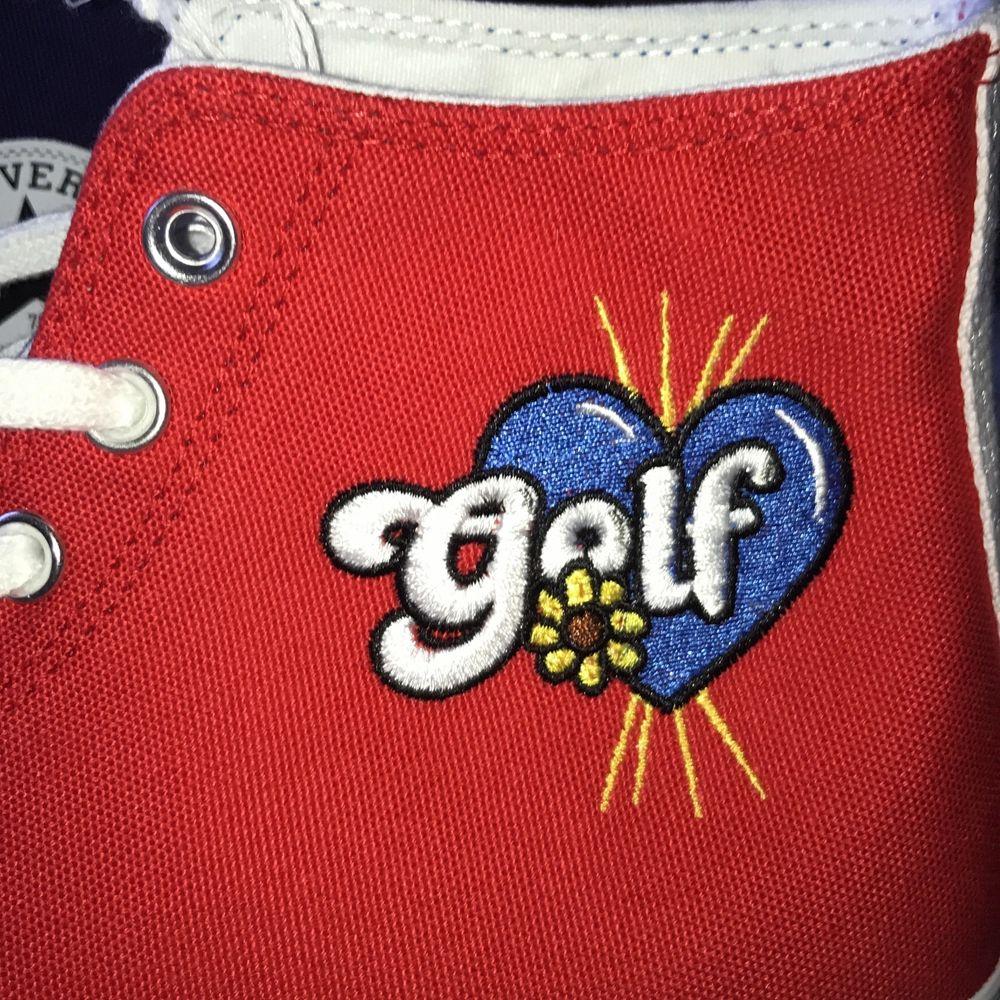Helt oandvända golf wang Converse i storlek 44 , köpta på sns , 1300 eller högsta bud. Skor.