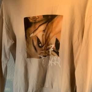Ariana Grande Sweatshirt,  använt 5 ggr