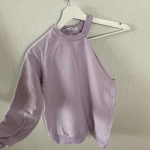 Enärmad sweatshirt från NAKD, knappt använd. Köpare står för frakt.