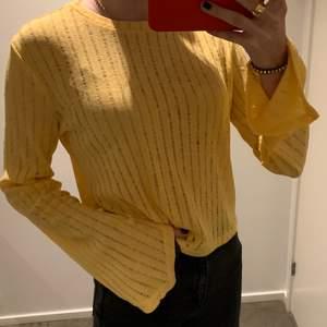 Superfin gul tröja från zara, helt oanvänd med prislapp kvar.
