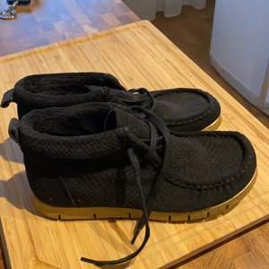 Ett par helt oanvända skor från soulmate i storlek 37. Det är skinn så skon formar sig fint runt din fot.