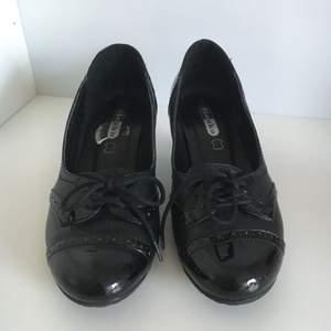 Jätte fina skor från din sko. Har ej swish så kan bara ta kontanter, möts upp inom stockholm🌸