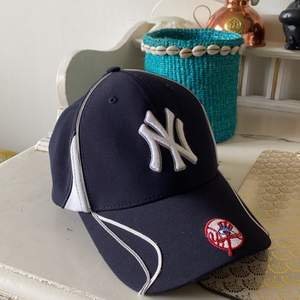 Riktigt snygg Yankees keps köpt i deras clubhouse i NYC.