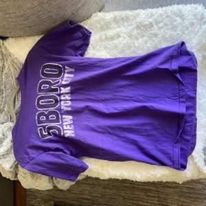 Säljer denna tröja i storlek S frakt: 66kr hör av dig om du är intresserad💓💓 om många vill ha den blir det budgivning kram🥰