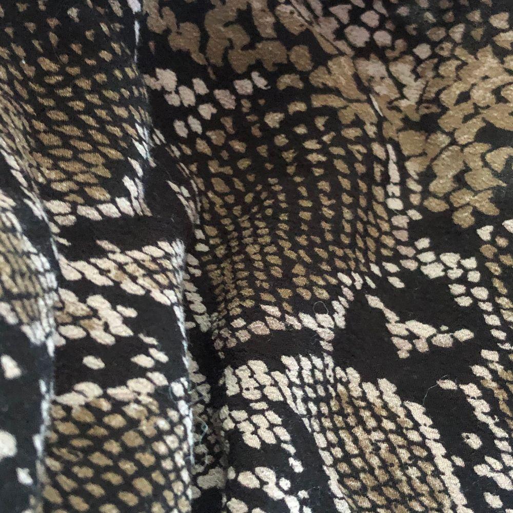 Fin snakeprint kjol aldrig använd bara testad . Kjolar.