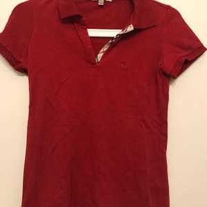 Burberry piké tröja använd sparsamt, använd cirka 2-4 gånger. Storlek xs