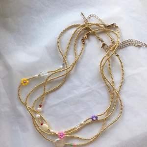 Säljer jättefina handgjorda smycken. Kontakta mig för egen beställning💙