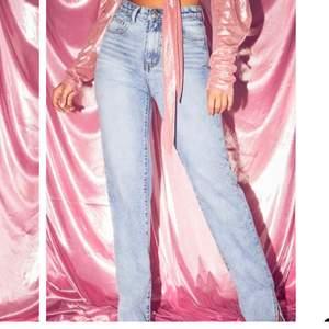 Blåa jättefina mom jeans säljs avklippta nu kan skicka bilder på om så önskas ❤️