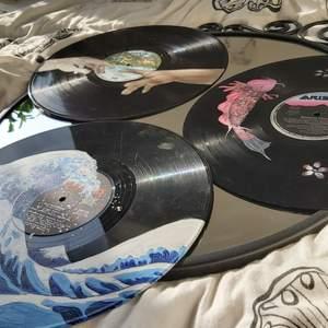 Målar Vinylskivor på beställning.Kan måla andra motiv om det skulle önskas, priset kan variera beroende på motiv men priser kommer vara runt mellan 100-150 för en skiva .Kan även mötas upp i Lund samt Malmö annars står köparen för frakten❤