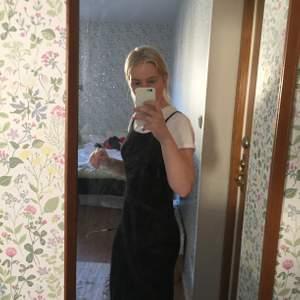 Svart, stretchig klänning från Cubus i M. Söt med en t-shirt under men också bara som den är!