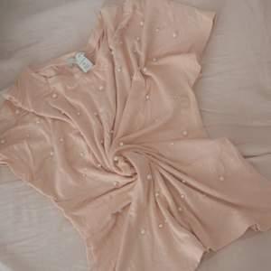 Rosé färg T-shirt 💖 jätte fint då den inte är användt alls 💖 kan sälj vid en snabb affär 😀