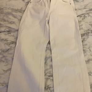Vita weekday jeans.storlek 29/30.