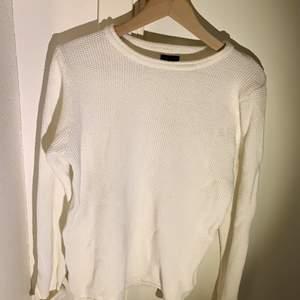 Stickad tröja, Solid, bra skick storlek M passar även L.