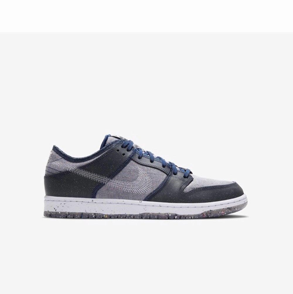 """Säljer dessa Nike dunk low """"crater"""" i storlek 42 och 44 båda paren är oandvända. Jag kan mötas upp i Sthlm eller så står köparen för frakten mvh elliot . Kvitto och orginalbox medkommer. Skor."""
