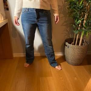 Direkt från 90 talet. Gamla svinsnygga jeans. Pösiga och storaKöpare står för frakt💕