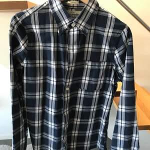 Blå/vit rutig skjorta från Abercrombie & Fitch storlek S