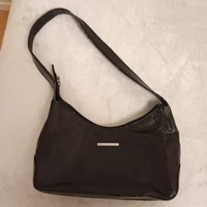 Axel väska, köpt på second hand, säljer för 180 kr ink frakt