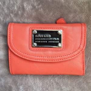 Superfin orange plånbok från Björn Borg i nyskick.