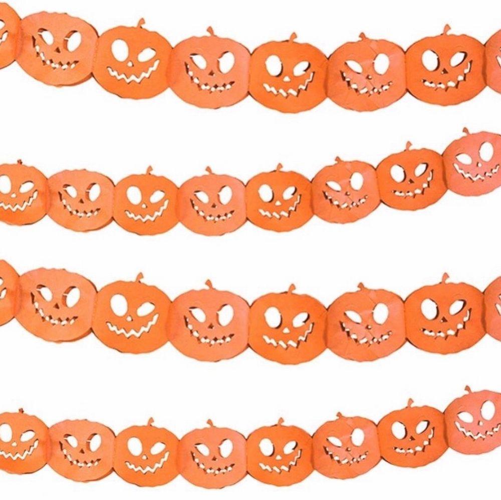Halloweenpynt från mestadels Partyhallen, använt en kväll. 2 st. ark med 4 blodiga klistermärken var i plastfilm (går att använda om och om igen) | 30 st. virveldekorationer, 16 folieskruvar med motiv och 14 folieskruvar utan motiv (en är tejpad, resten felfria) | 1  girlang med pumpor, 3m lång | 2 st. döskalleljus från Flying Tiger Copenhagen | ca 150g spindelnät med 6 st. spindlar. Övrigt.