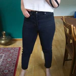 Köpte byxorna på Carlings. Model (fit-girlfriend high) KARVE Stl. S. Jag säljer byxorna för att dom inte passar mig längre. Jag hade behövt en storlek större. Köparen står för frakten.