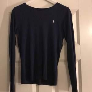 Mörkblå tröja från rhalp louren som ej kommer till användning💖