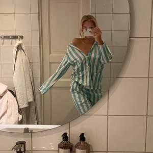 Säljer denna unisex Nyfferton pyjamas i S/M. Nypris 1400kr, säljer för 600kr.