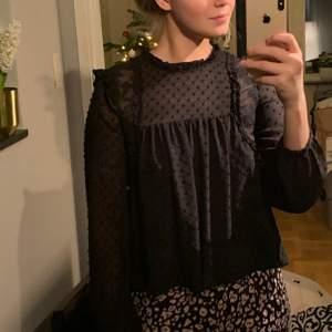 Jätte söt svartblus från Zara. Stl S
