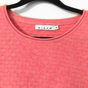 Jättegullig tröja som sticker ut i garderoben. Varsamt använd med bra kvalitet! Strl: M, men skulle säga att den passar xs-m beroende på hur man vill att den ska sitta. Köparen står för frakt :)