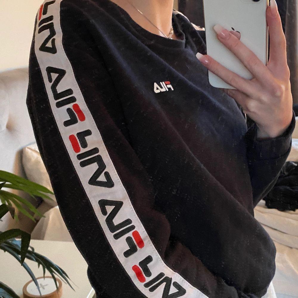 Sweatshirt från Fila i storlek XS. Frakten inkluderas inte! Pris går att diskutera💓. Tröjor & Koftor.