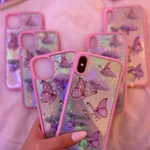 Unika iphoneskal med holografisk design. Tillgänglig för iPhone 8 PLUS, 7 PLUS, 7, 8, 11 PRO MAX, PRO, 11, XS MAX, XS, 12 PRO MAX, 12 PRO, 12 & 12 mini💗 Gratis frakt✨