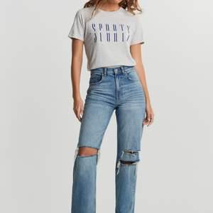 Hej! Söker dessa jeans i strl 34, kan betala runt 400 kr💓