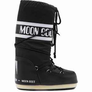 Säljer superfina moon boot som knappt är Använda.  Storlek 37/38