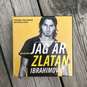 """Zlatans bok """"Jag är Zlatan"""" i Cd-form. (Lyssna-bok). Köpt på loppis men ej använd. Väldigt bra skick, alla skivor finns och är inplastade. Liten frakt tillkommer."""