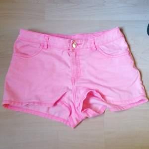 Rosa shorts från hm som sitter så fint💖 Storlek S💖 köparen står för frakten💖