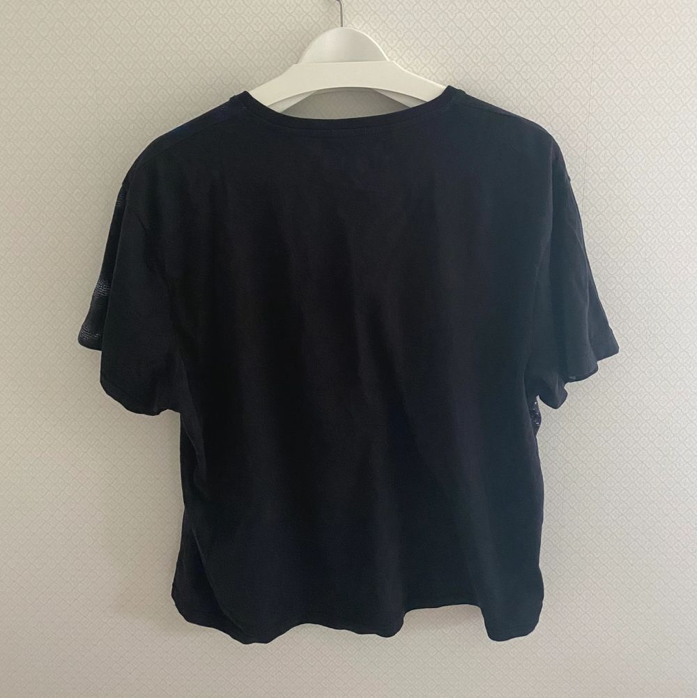 Svart t-shirt med tigertryck från Carlings:) Frakt: 45kr. T-shirts.