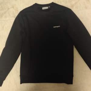Svart carhartt sweatshirt i storlek s, bra skick säljer då den är för liten. Hör av er vid funderingar! Bud börjar på 300