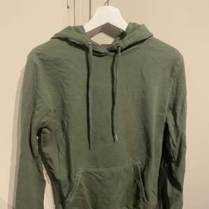 Grön hoodie från lager 157. Knappt använd. I strl S.