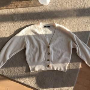 En fin tröja från Bikbok använt fåtal gånger