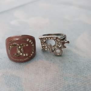 Chanel och dior ring (kopia). Se ut som på bilden, frakt 9 kr betalning via swish. DIOR SÅLD