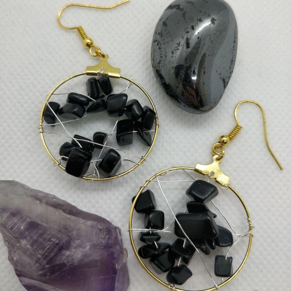 Handgjorda örhängen med svarta stenpärlor 💘✨🥰. Accessoarer.