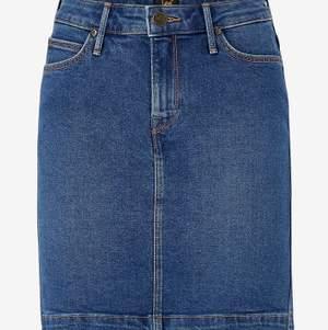 Säljer min absoluta favorit kjol från Lee i storlek 36, säljer pågrund av att den är för liten💓 bekväm och fin kjol som är lätt att matcha och skön att ha på sig☺️